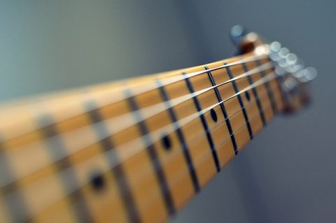 restring electric guitar