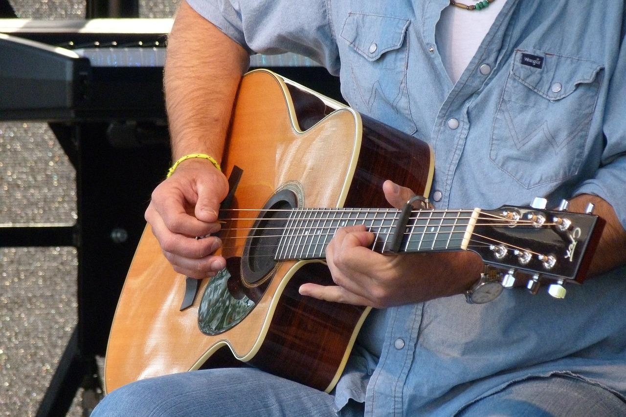 restring acoustic guitar